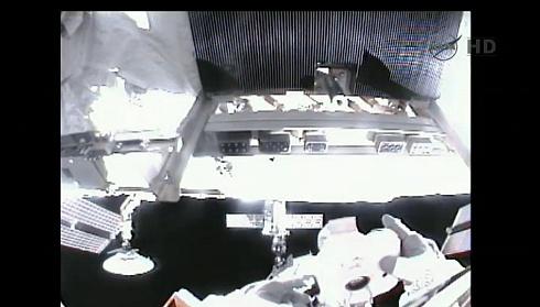 ISS: US-EVA#19 - Opération de secours sur MBSU-1 (05.09.12) - Page 2 Sans_443
