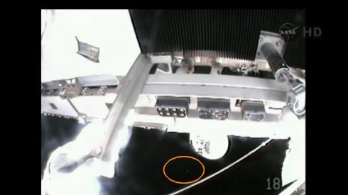 ISS: US-EVA#19 - Opération de secours sur MBSU-1 (05.09.12) - Page 2 Sans_445