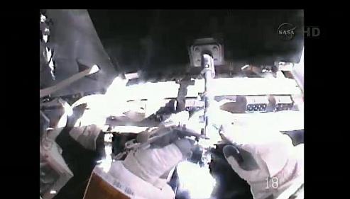 ISS: US-EVA#19 - Opération de secours sur MBSU-1 (05.09.12) - Page 2 Sans_451