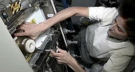 ISS: Expédition 33 (Déroulement de la mission) Sans_543