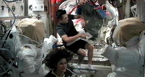 ISS: Expédition 33 (Déroulement de la mission) Sans_547