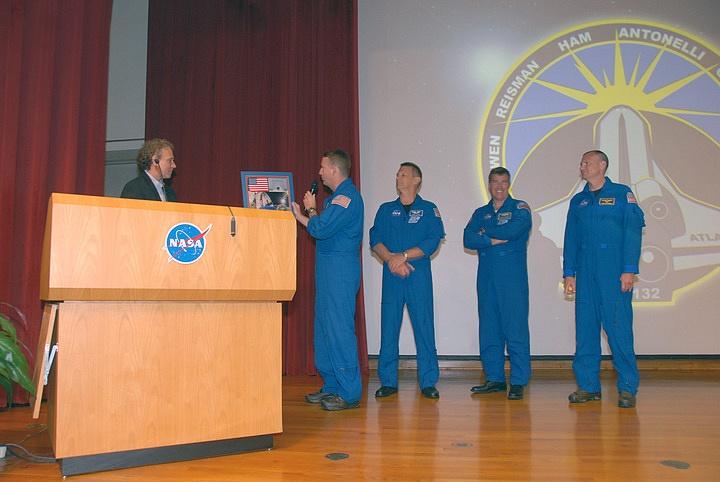 [STS-132] Atlantis : fil dédié à la mission - Page 16 Sans_t97