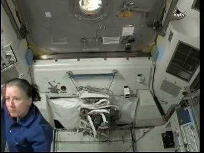 [ISS] Panne + réparation d'un des systèmes de refroidissement  - Page 13 Vlcsn112