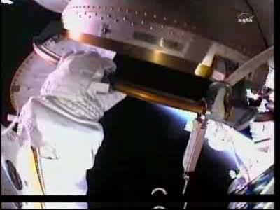 [ISS] Panne + réparation d'un des systèmes de refroidissement  - Page 13 Vlcsn116
