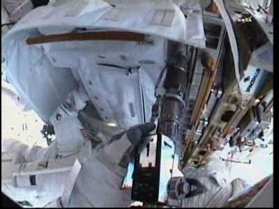 [ISS] Panne + réparation d'un des systèmes de refroidissement  - Page 14 Vlcsn136