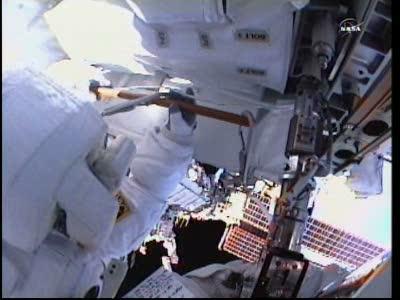 [ISS] Panne + réparation d'un des systèmes de refroidissement  - Page 14 Vlcsn139