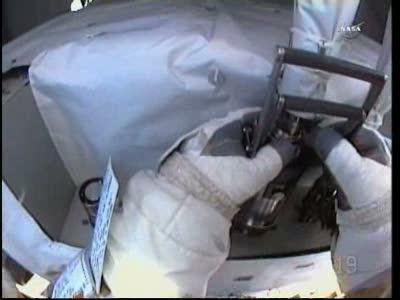 [ISS] Panne + réparation d'un des systèmes de refroidissement  - Page 15 Vlcsn176