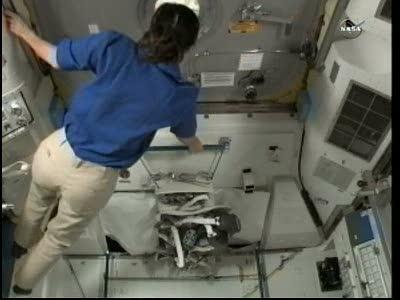 [ISS] Panne + réparation d'un des systèmes de refroidissement  - Page 16 Vlcsn184