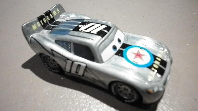 [recensement] Lightning McQueen Pixar Motorama - Page 6 P1010714