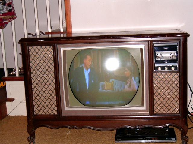 1964 RCA Victor CTC15 color console Hpim0910