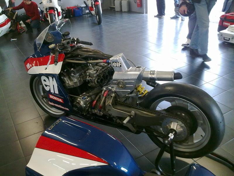 moto ELF 25042012