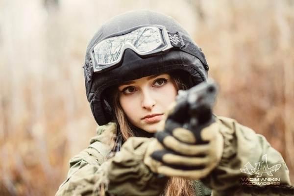 la miss fevrier 2017 :Elle est certainement la plus belle femme soldat du monde ! E410