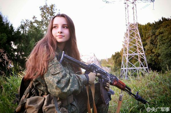 la miss fevrier 2017 :Elle est certainement la plus belle femme soldat du monde ! E510