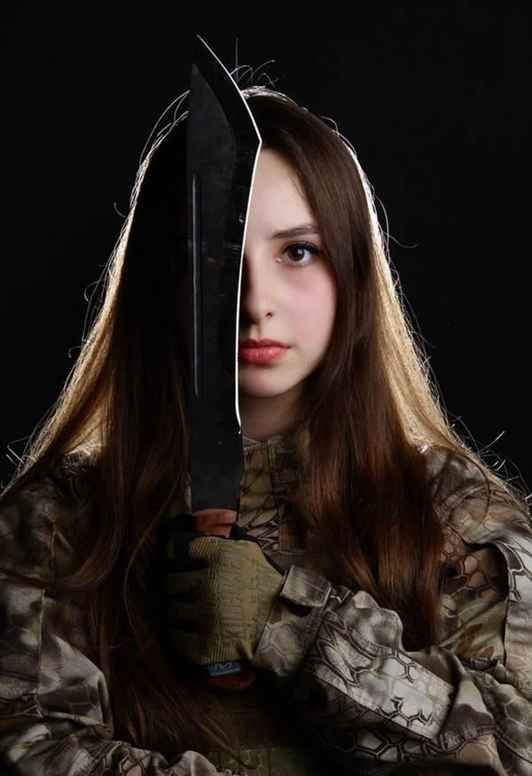 la miss fevrier 2017 :Elle est certainement la plus belle femme soldat du monde ! E610