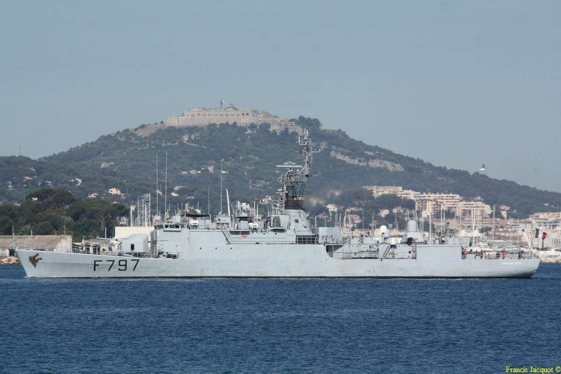 [LES PORTS MILITAIRES DE MÉTROPOLE] Mouvements de Bâtiments dans la rade de Toulon - Page 4 0212