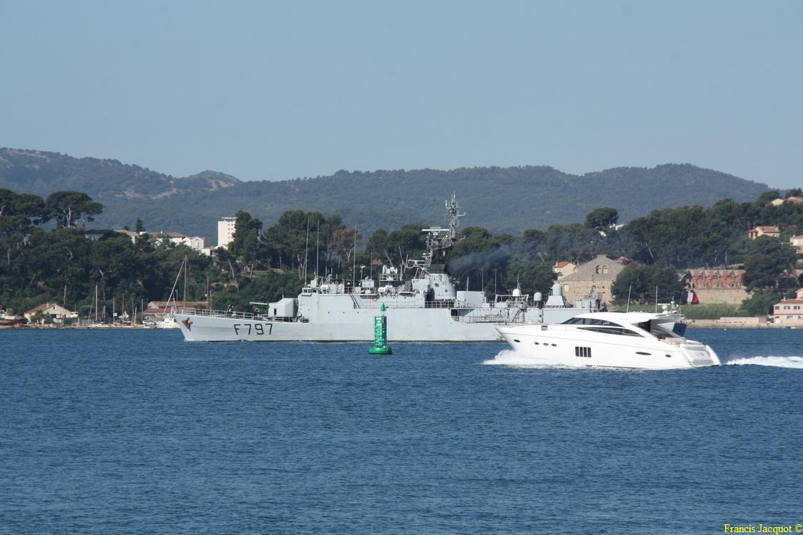 [LES PORTS MILITAIRES DE MÉTROPOLE] Mouvements de Bâtiments dans la rade de Toulon - Page 4 0412
