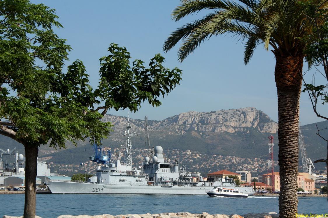 [LES PORTS MILITAIRES DE MÉTROPOLE] Mouvements de Bâtiments dans la rade de Toulon - Page 5 0414