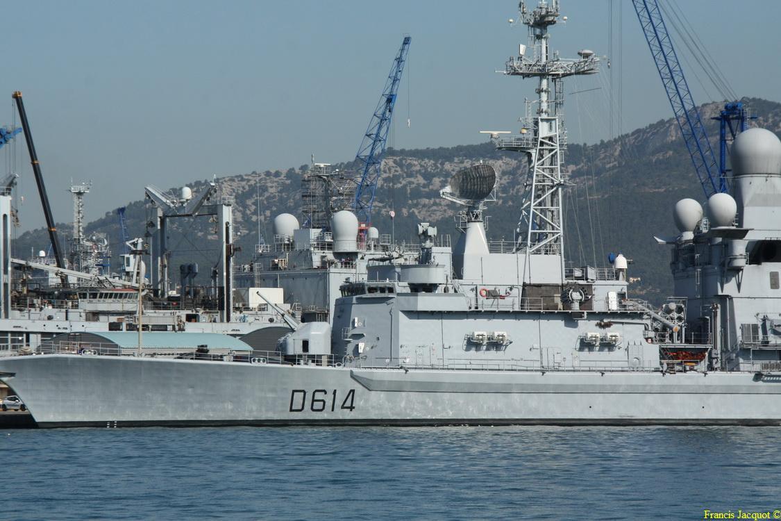 [LES PORTS MILITAIRES DE MÉTROPOLE] Mouvements de Bâtiments dans la rade de Toulon - Page 5 0613