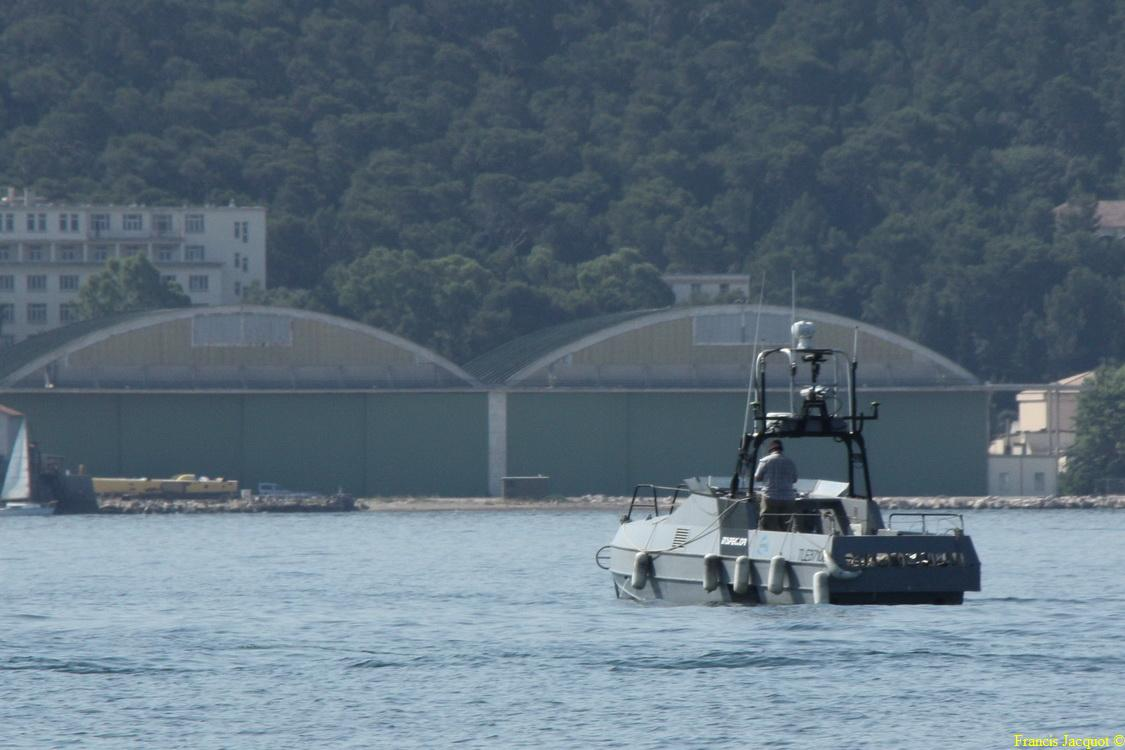 [LES PORTS MILITAIRES DE MÉTROPOLE] Mouvements de Bâtiments dans la rade de Toulon - Page 5 0813