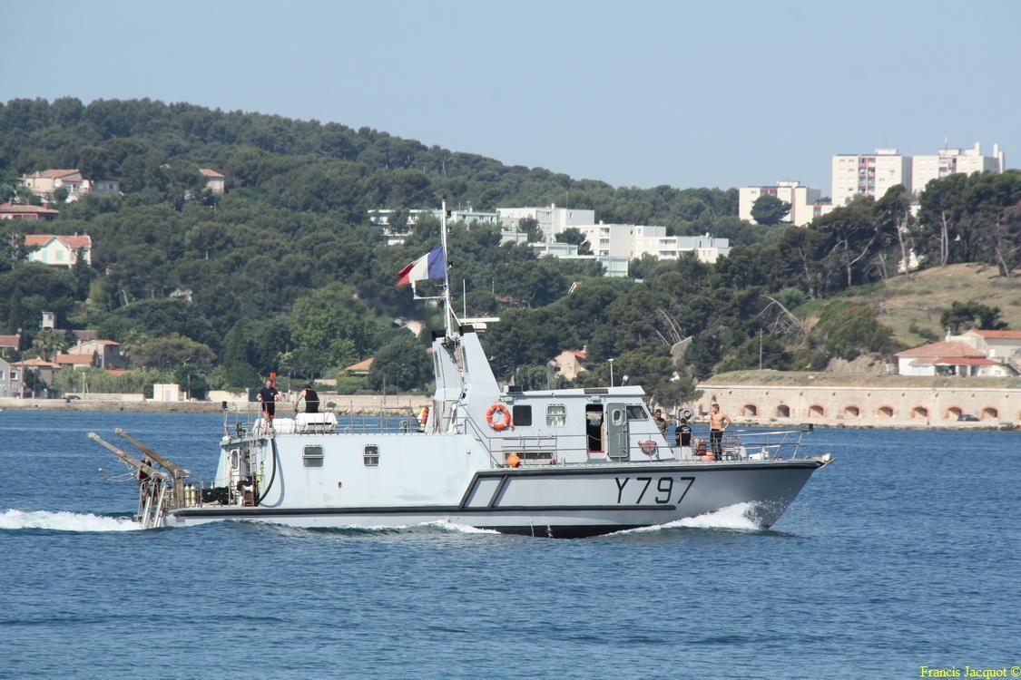 [LES PORTS MILITAIRES DE MÉTROPOLE] Mouvements de Bâtiments dans la rade de Toulon - Page 4 1112