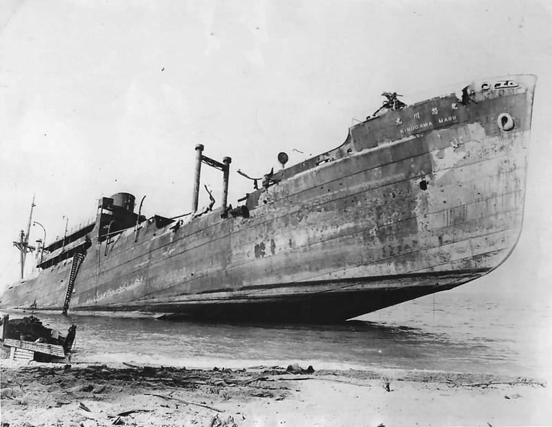 Photos navires insolites - Page 4 Wrecka10