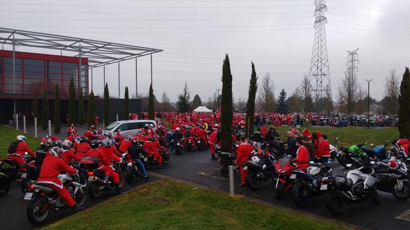 balade des peres Noel a TOURS Img_2022