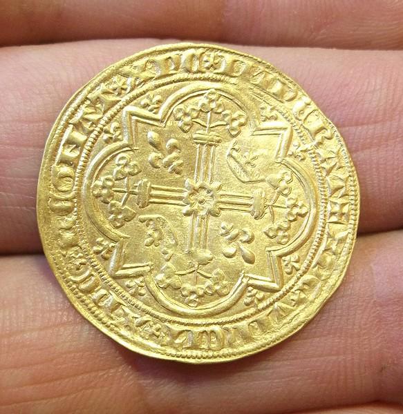 2 monnaies en or à identifier svp Dscf3114