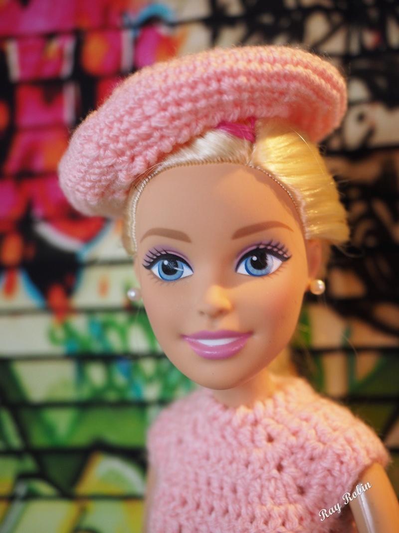 Une Barbie pour Noël - 43 cm articulée - Page 2 Barbie19