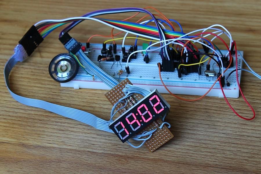 Topik des bidouilleurs d'électronique, électricité, mécanique, trucs en carton...  - Page 5 Reveil10