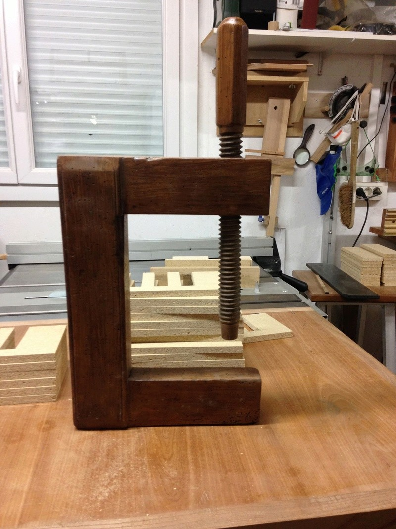 LA TROUVAILLE DE KOKO (une presse à bois à mors parallèles) Img_1311