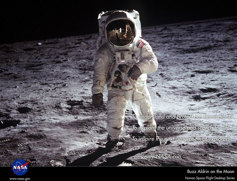 """Edwin """"Buzz"""" Aldrin 12x10b10"""