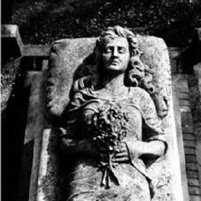 La dame de pierre - Charles Cros Elle_s10