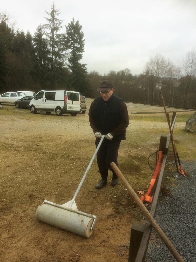 Journée nettoyage terrain Img_0351