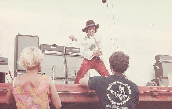Miami (Miami Pop Festival) : 18 mai 1968 [Premier concert] Jimi_m18