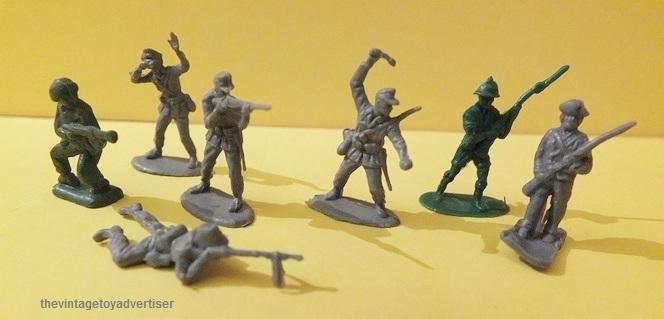 Toy soldiers, cowboys, indians, space men etc Mini_s10