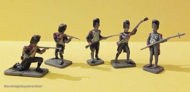 Toy soldiers, cowboys, indians, space men etc Mini_s11