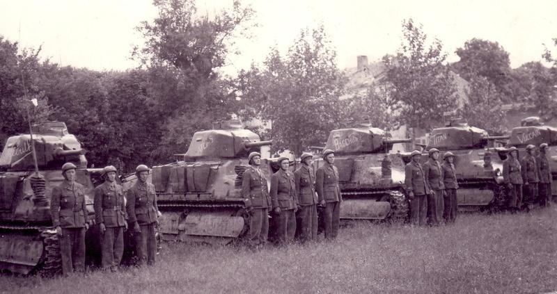 Un cadre du 13e R.D. à Royan 1945-010