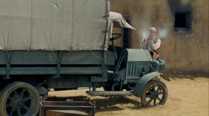 Les automobiles...dans le western. Vlcsna10