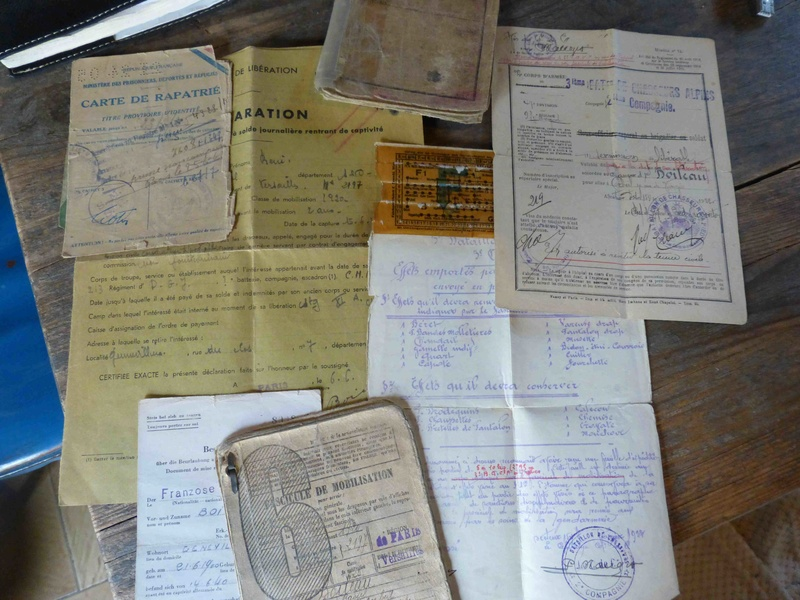 Ensemble livret militaire et autres documents d'un même homme  (1920-1940)-ESC 1 VENDU P1060235