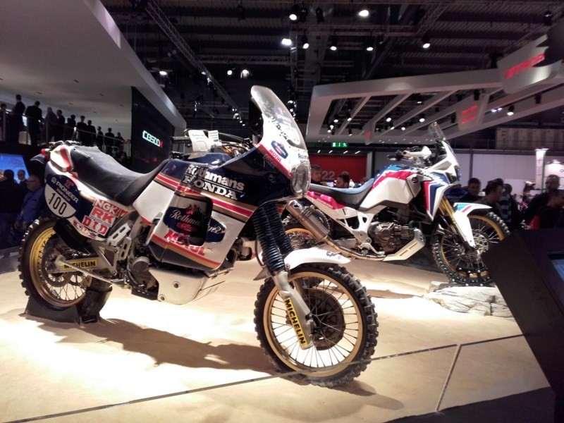 -2016- Album photo Africa Twin CRF 1000 - Page 6 At_vs_10