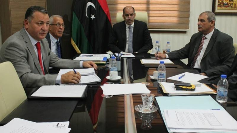نائب رئيس المجلس الرئاسي يناقش مع وزير التعليم مشاكل الموفدين للخارج 15110910