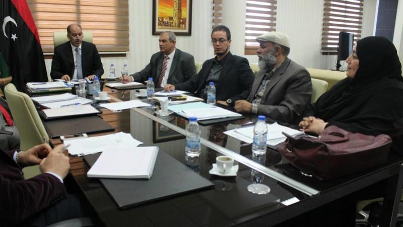 نائب رئيس المجلس الرئاسي يناقش مع وزير التعليم مشاكل الموفدين للخارج 15122910