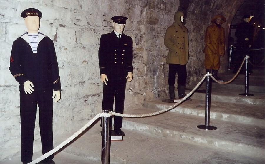 [ Les musées en rapport avec la Marine ] Conservatoire des tenues à Toulon - Page 4 412