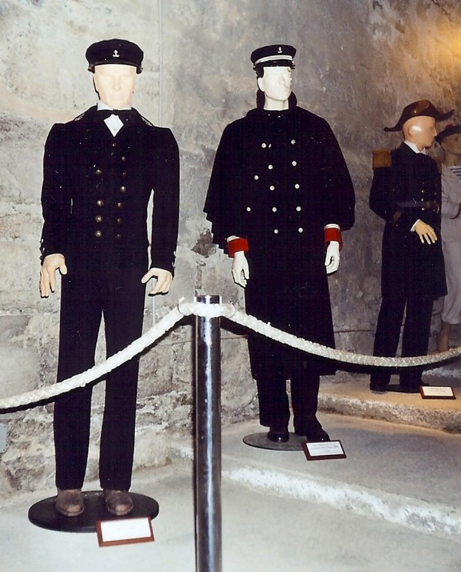 [ Les musées en rapport avec la Marine ] Conservatoire des tenues à Toulon - Page 4 511