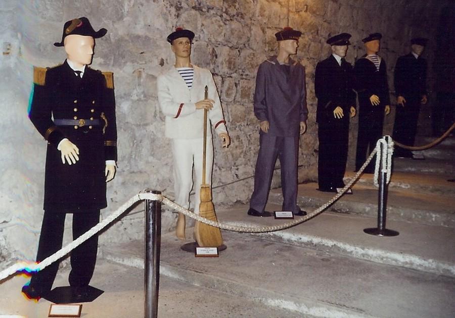 [ Les musées en rapport avec la Marine ] Conservatoire des tenues à Toulon - Page 4 712