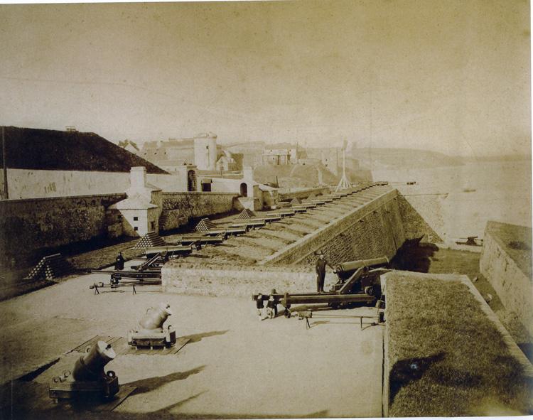 Vues du port de Brest Defens10