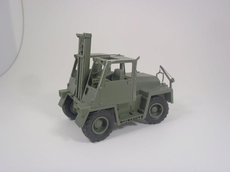 Feldumschlaggerät (FUG) 2.5t (chariot élévateur) 1/35 TAKOM Dsc_0912