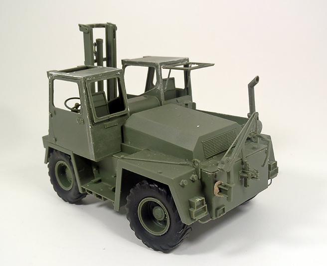 Feldumschlaggerät (FUG) 2.5t (chariot élévateur) 1/35 TAKOM Dsc_1011