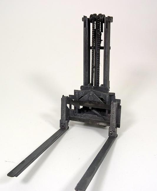 Feldumschlaggerät (FUG) 2.5t (chariot élévateur) 1/35 TAKOM Dsc_1911