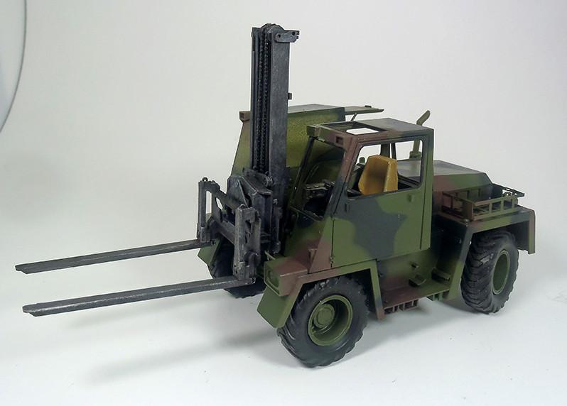 Feldumschlaggerät (FUG) 2.5t (chariot élévateur) 1/35 TAKOM Dsc_2511